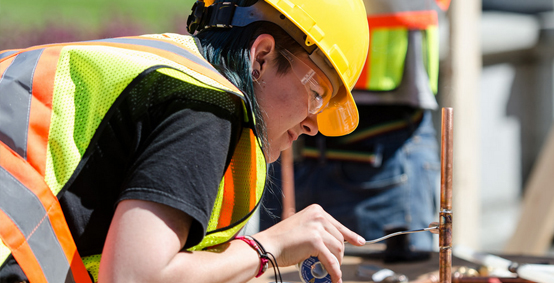 Public project contractors required to sponsor apprentices